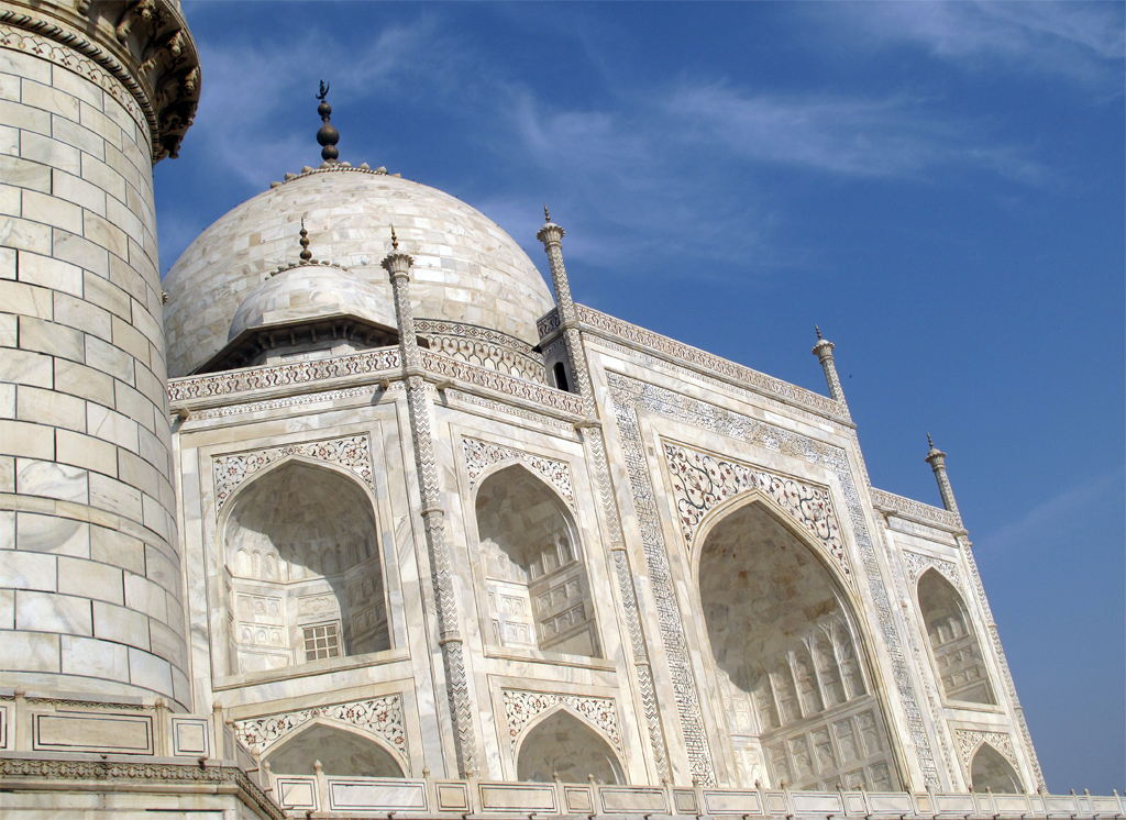 essay taj mahal english